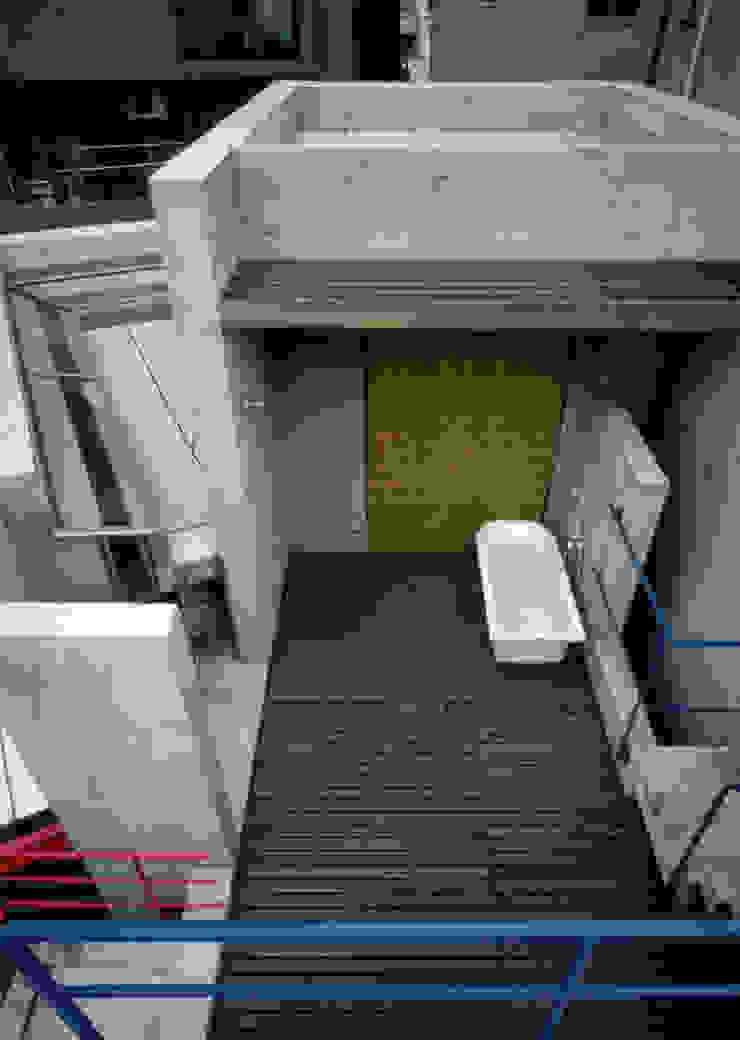 Modern bathroom by 株式会社 ギルド・デザイン一級建築士事務所 Modern Concrete