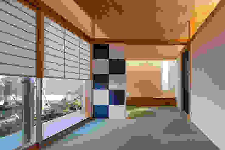 和室 有限会社角倉剛建築設計事務所 モダンデザインの 多目的室 木 木目調