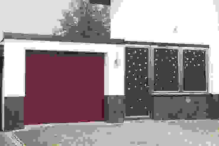 Edelstahl und Aluminium Eingangsbereich. von Edelstahl Atelier Crouse: Modern Metall