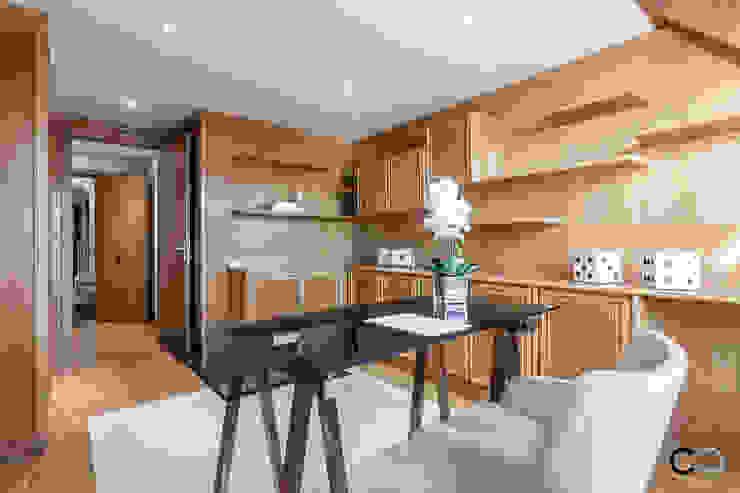 Studio moderno di CCVO Design and Staging Moderno Legno Effetto legno