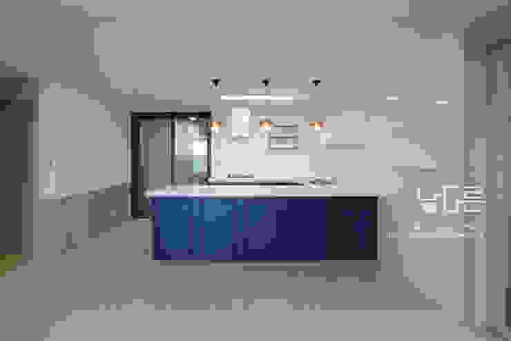 Modern kitchen by 남다른디자인 Modern