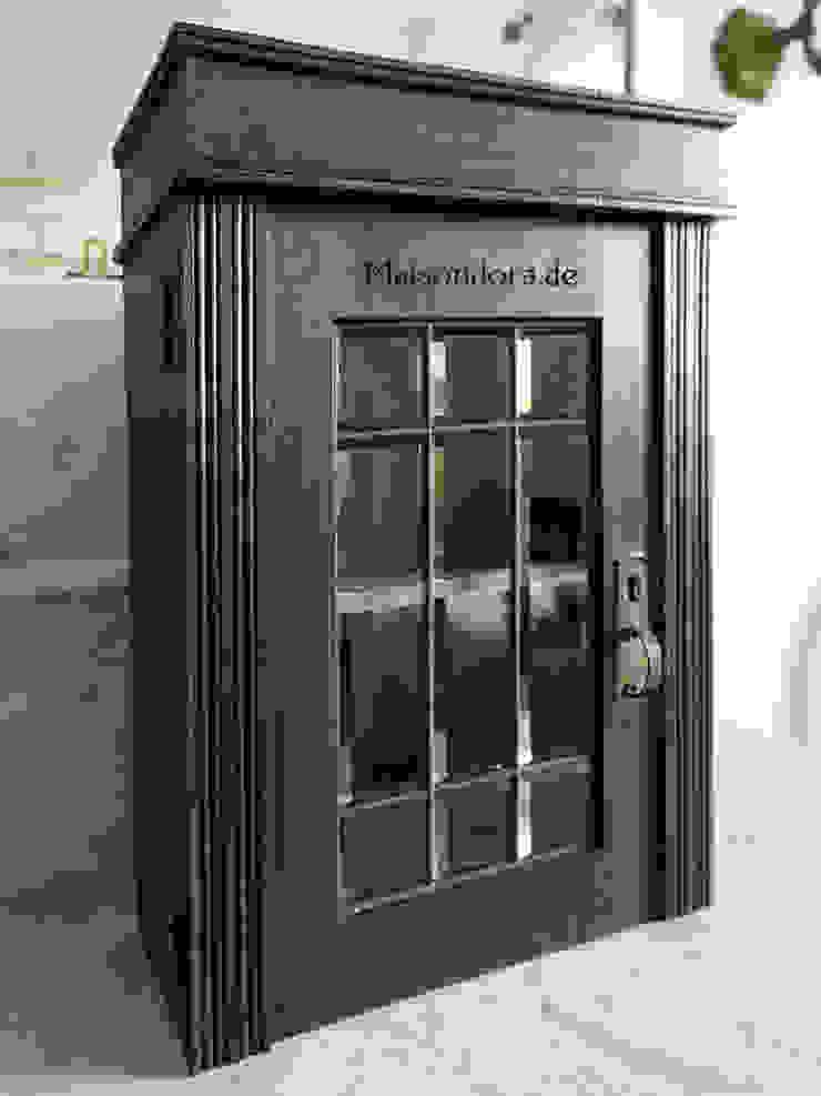 Maisondora Vintage Living Corredor, vestíbulo e escadasArrumação Madeira Preto