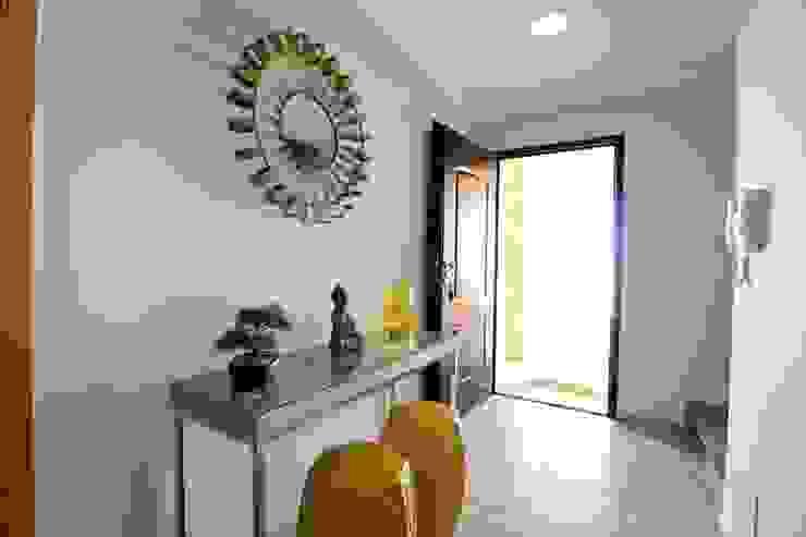 Couloir, entrée, escaliers originaux par Atelier Ana Leonor Rocha Éclectique