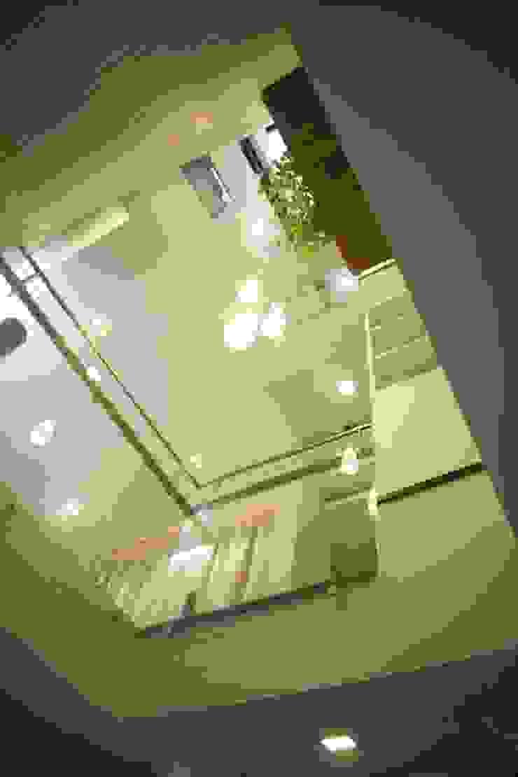 Varandas, marquises e terraços modernos por Công ty TNHH Xây Dựng TM – DV Song Phát Moderno