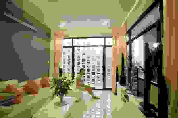 Salas de estar modernas por Công ty TNHH Xây Dựng TM – DV Song Phát Moderno