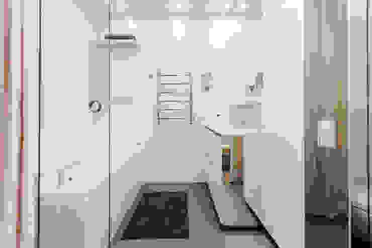 Mirrors Ванная комната в стиле минимализм от mlynchyk interiors Минимализм