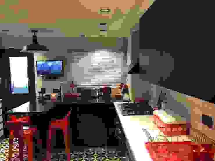 Cocina blancos y negros de PICHARA + RIOS arquitectos Ecléctico Derivados de madera Transparente