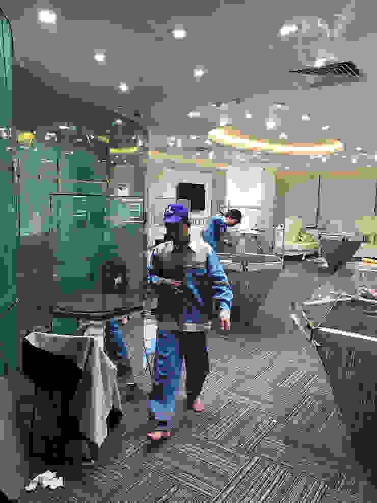 Showroom Diamond Empire: hiện đại  by TNHH XDNT&TM Hoàng Lâm, Hiện đại