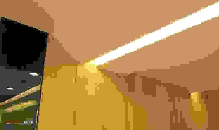 【居家設計】聚合發經典謝邸--細節成就品味 根據 謐境空間策略事務所 - Dimension Scenario Work 現代風