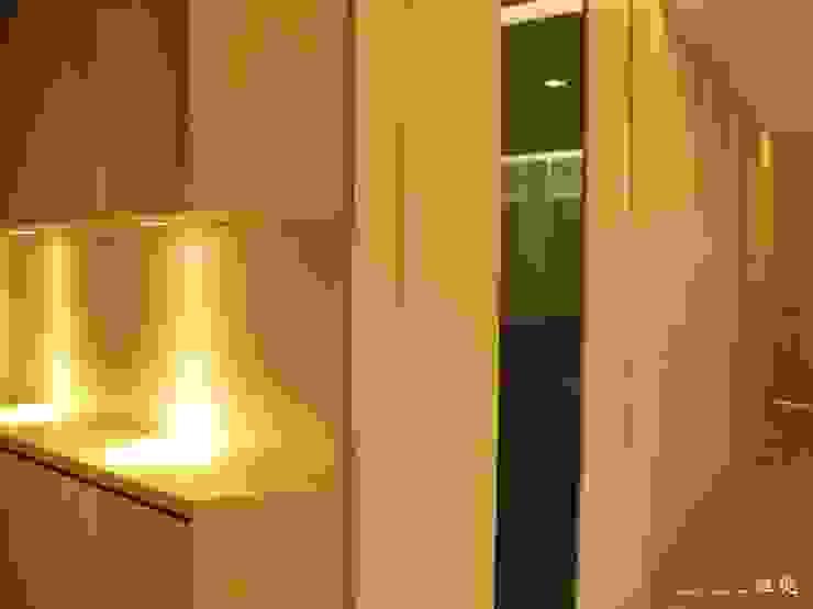 【居家設計】聚合發經典謝邸--細節成就品味 現代廚房設計點子、靈感&圖片 根據 謐境空間策略事務所 - Dimension Scenario Work 現代風