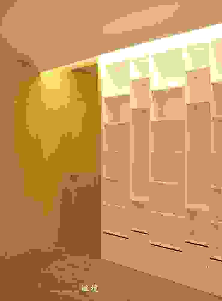 【居家設計】聚合發經典謝邸--細節成就品味 现代客厅設計點子、靈感 & 圖片 根據 謐境空間策略事務所 - Dimension Scenario Work 現代風