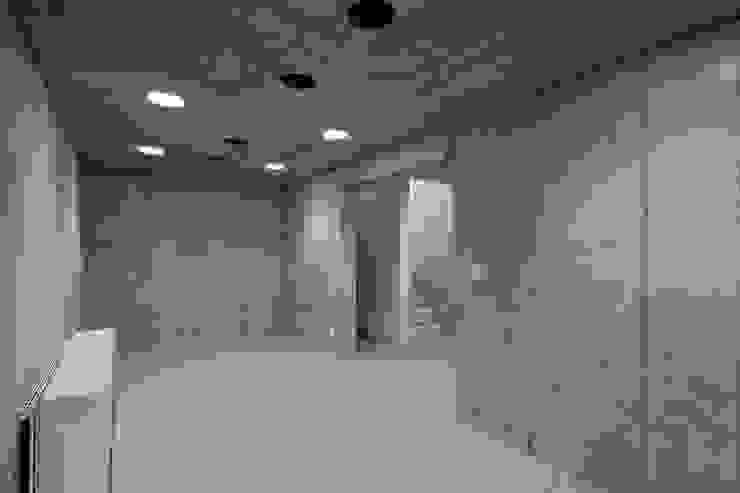 Closets modernos por 株式会社 ギルド・デザイン一級建築士事務所 Moderno