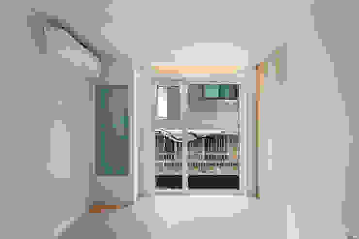 성산동 고양이집 모던스타일 거실 by 에이오에이 아키텍츠 건축사사무소 (aoa architects) 모던