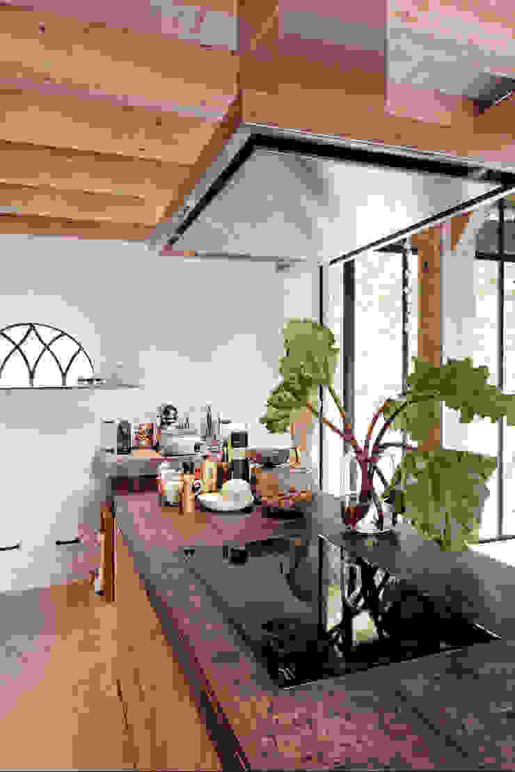 Restauratie boerderij Hengstmere Landelijke keukens van ODM architecten - erfgoed & architectuur Landelijk