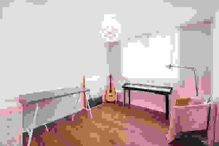 북유럽감성의 따뜻한 공간, 일산건영빌라 스칸디나비아 미디어 룸 by 봄디자인 북유럽