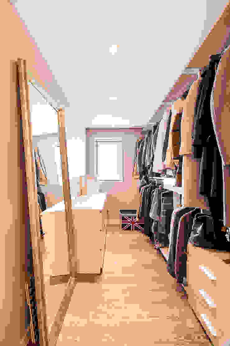 북유럽감성의 따뜻한 공간, 일산건영빌라 스칸디나비아 드레싱 룸 by 봄디자인 북유럽