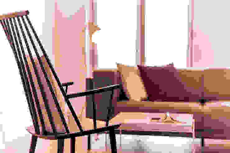 Salas multimedia de estilo escandinavo de 봄디자인 Escandinavo