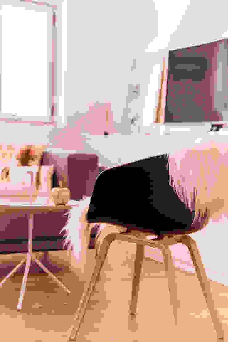 Salones de estilo escandinavo de 봄디자인 Escandinavo