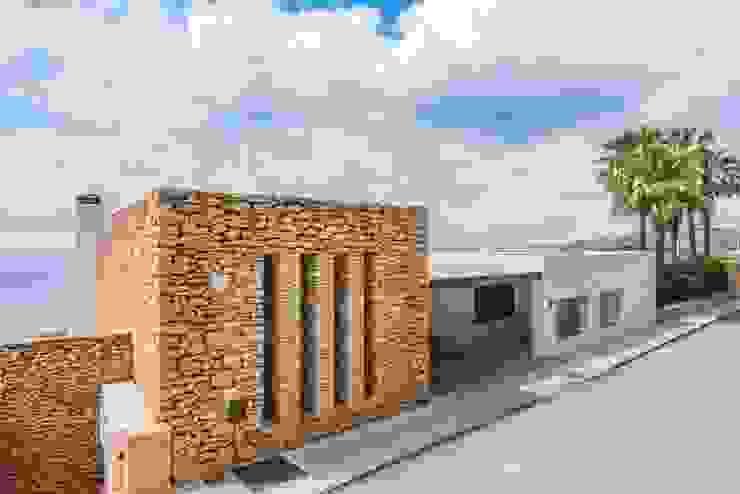 Luxury house in Ibiza roca Llisa by CW Group - Luxury Villas Ibiza 모던 돌