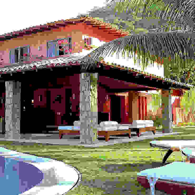 CASA ANGRA DOS REIS - PORTOGALO Casas tropicais por Maria Claudia Faro Tropical