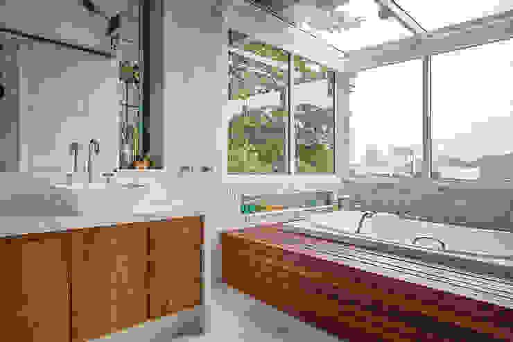 Maria Claudia Faro Modern bathroom