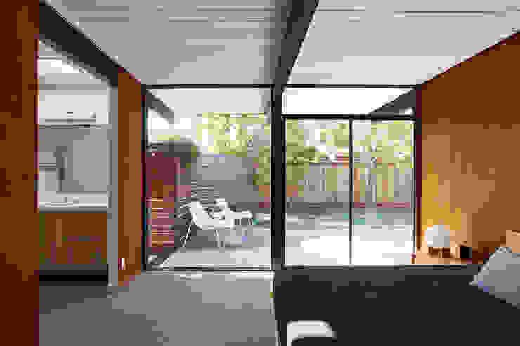 Phòng học/văn phòng phong cách hiện đại bởi Klopf Architecture Hiện đại