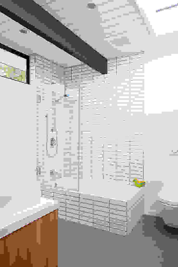 Mid-Mod Eichler Addition Remodel by Klopf Architecture Modern Bathroom by Klopf Architecture Modern