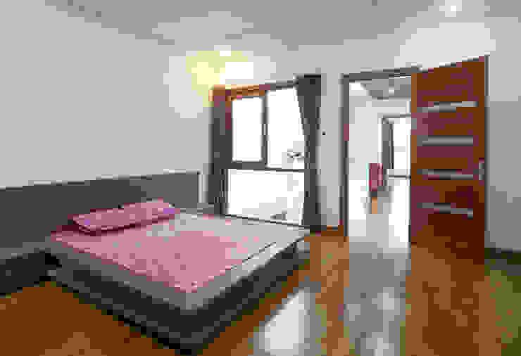 Thiết Kế Nhà Ống 2 Tầng 790 Triệu Gần Gũi Với Thiên Nhiên Phòng ngủ phong cách hiện đại bởi Công ty TNHH Xây Dựng TM – DV Song Phát Hiện đại