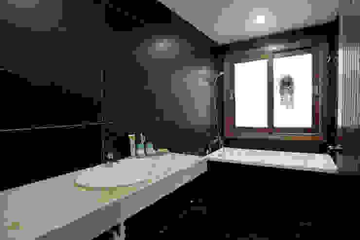 Thiết Kế Nhà Ống 2 Tầng 790 Triệu Gần Gũi Với Thiên Nhiên:  Phòng tắm by Công ty TNHH Xây Dựng TM – DV Song Phát