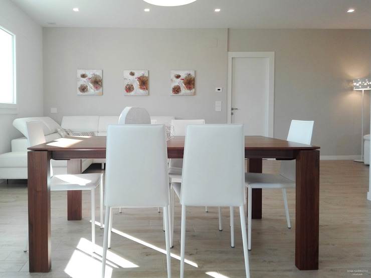 Dining room by Sonia Santirocco architetto e home stager, Modern