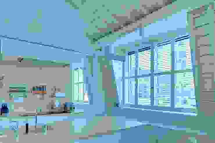 Klassische Küchen von S:CRAFT Klassisch Massivholz Mehrfarbig