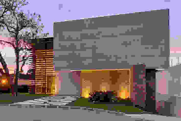 Fachada Guaraúna Revestimentos Casas modernas Tijolo