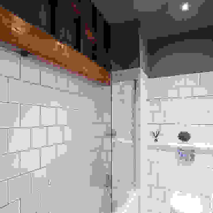 Kilburn Chimney Flat Modern bathroom by Collective Works Modern
