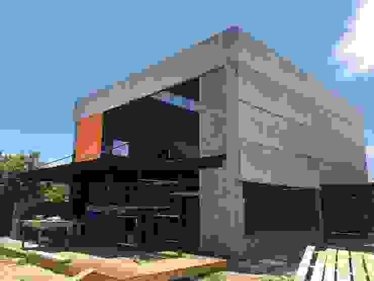 Casa Galpão M+R por GhiorziTavares Arquitetura Industrial Concreto
