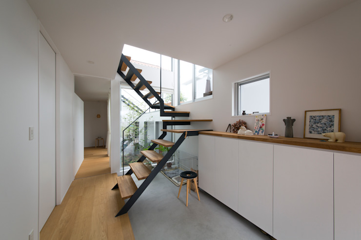Scandinavian corridor, hallway & stairs by ラブデザインホームズ/LOVE DESIGN HOMES Scandinavian