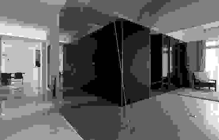 Paredes y pisos de estilo minimalista de 禾光室內裝修設計 ─ Her Guang Design Minimalista