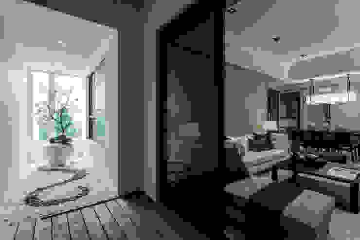 《聚‧日常》 辰林設計 現代風玄關、走廊與階梯 Beige