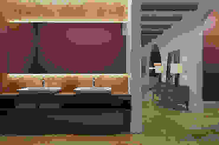 Tobi Architects Nhà bếp phong cách tối giản