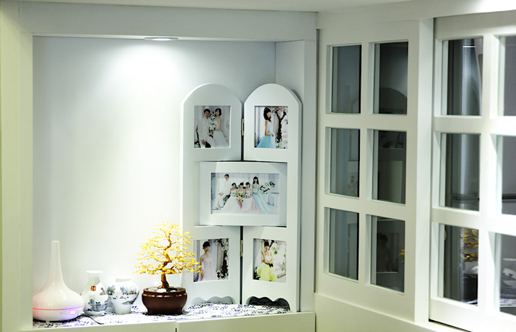 YU SPACE DESIGN Modern living room Plywood White