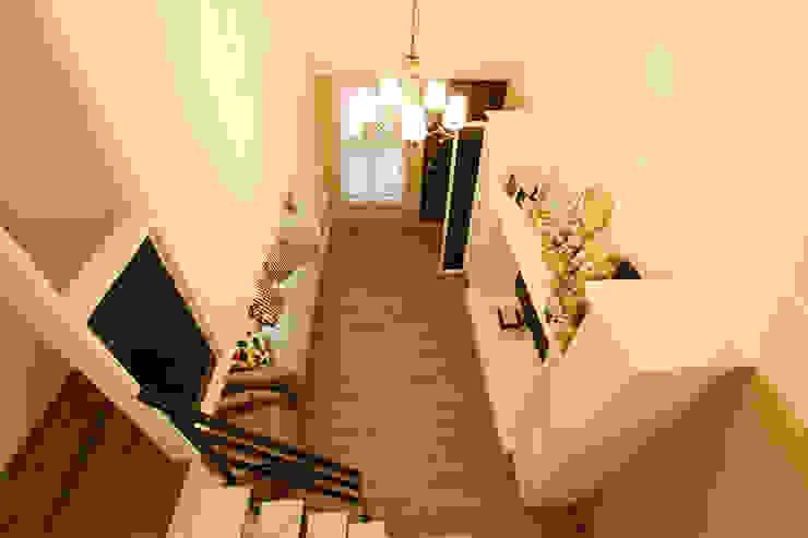 YU SPACE DESIGN Salas de estilo moderno Derivados de madera Blanco