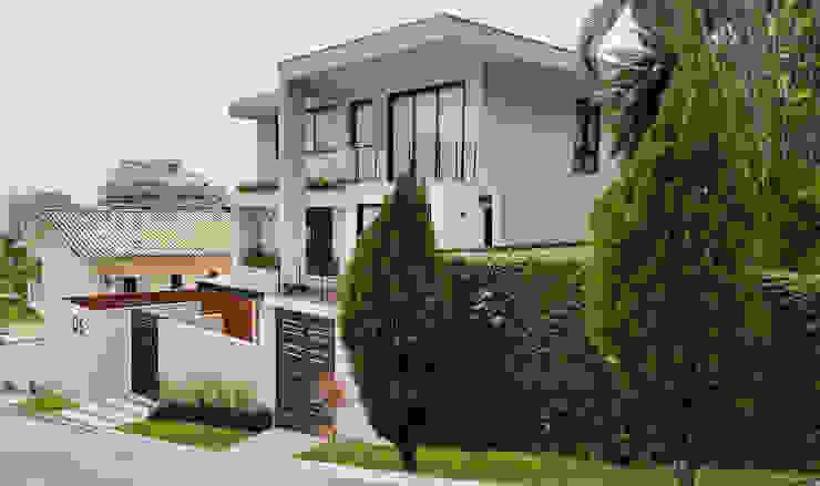 Modern houses by Cláudio Maurício e Paulo Henrique Modern
