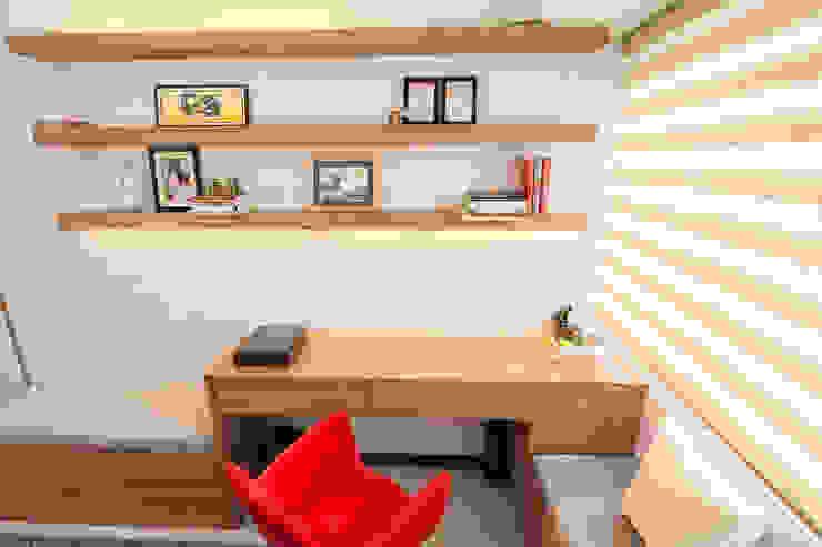 Sonata Private Residences:  Living room by TG Designing Corner