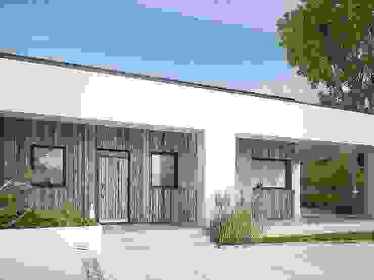 Edificios de oficinas de estilo escandinavo de FHS Casas Prefabricadas Escandinavo Hierro/Acero