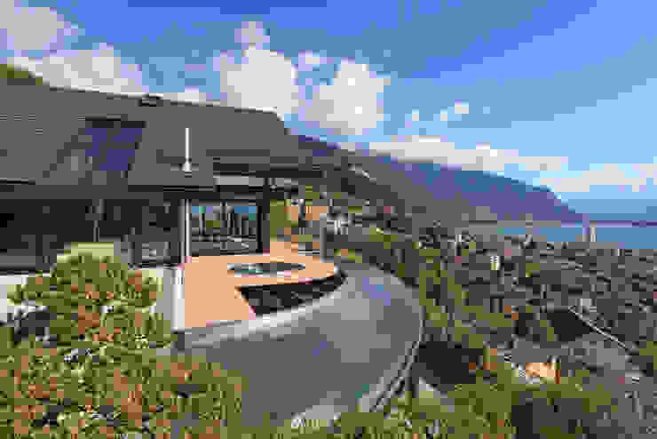 Haus am Hang in Genf am See - CH Moderne Pools von DAVINCI HAUS GmbH & Co. KG Modern