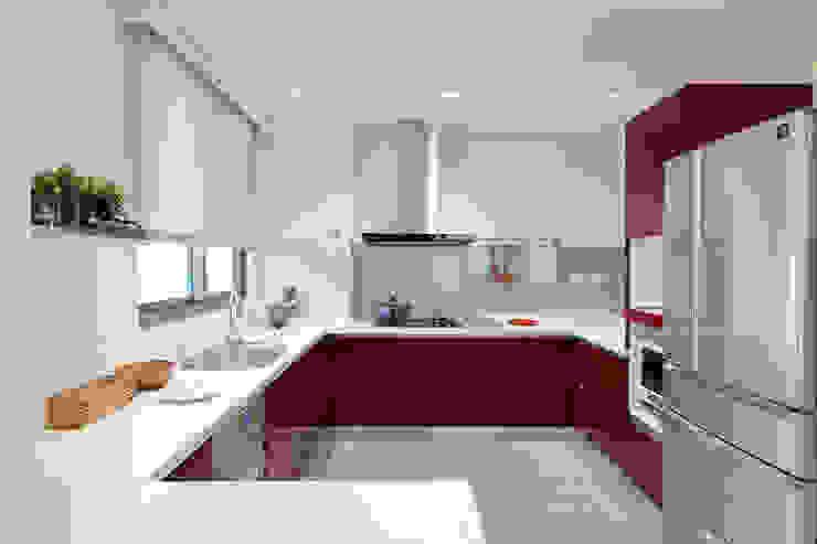 開放式廚房空間規劃 Modern dining room by 森畊空間設計 Modern Wood-Plastic Composite