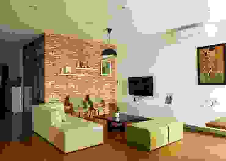 KTS đã đưa sự phá cách vào màu sắc và trang trí. Phòng khách phong cách châu Á bởi Công ty TNHH TK XD Song Phát Châu Á Đồng / Đồng / Đồng thau
