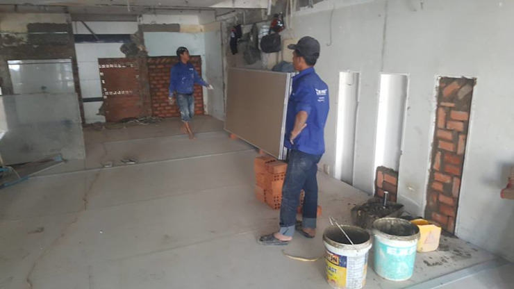Thi công thực tế tại công trình nhà phố 2 tầng hiện đại. bởi Công ty TNHH TK XD Song Phát Châu Á Đồng / Đồng / Đồng thau
