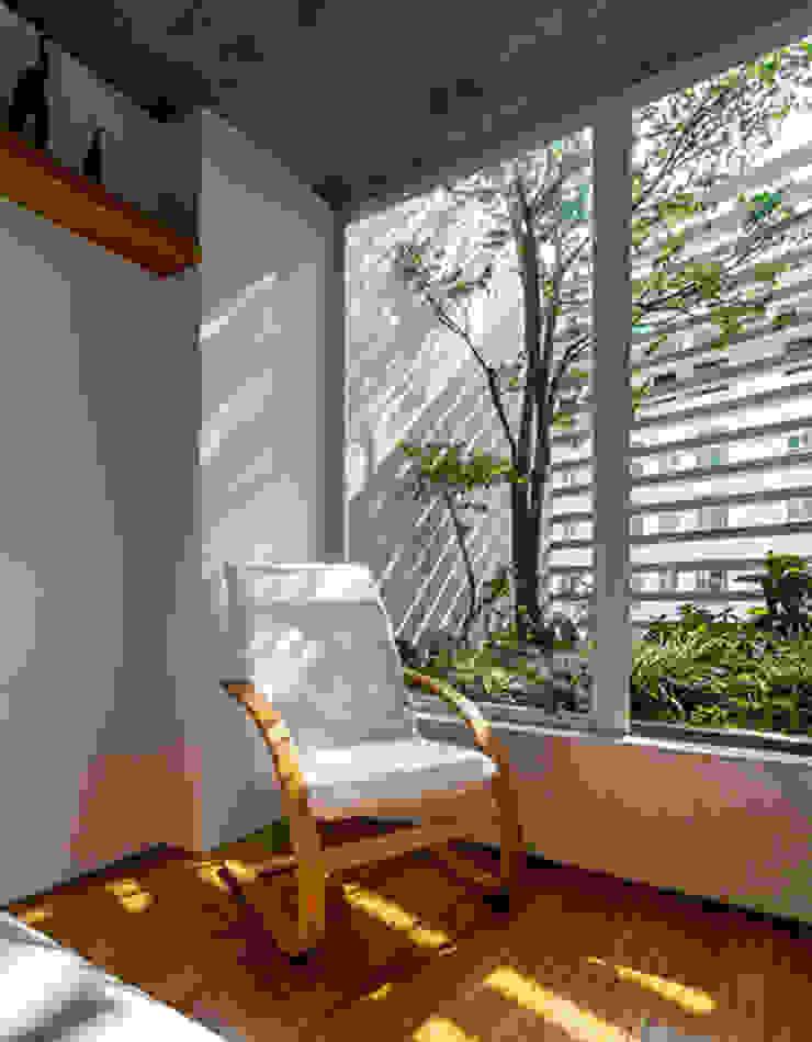 Không gian mở được KTS khéo léo đưa vào ngôi nhà Phòng ngủ phong cách châu Á bởi Công ty TNHH TK XD Song Phát Châu Á Đồng / Đồng / Đồng thau