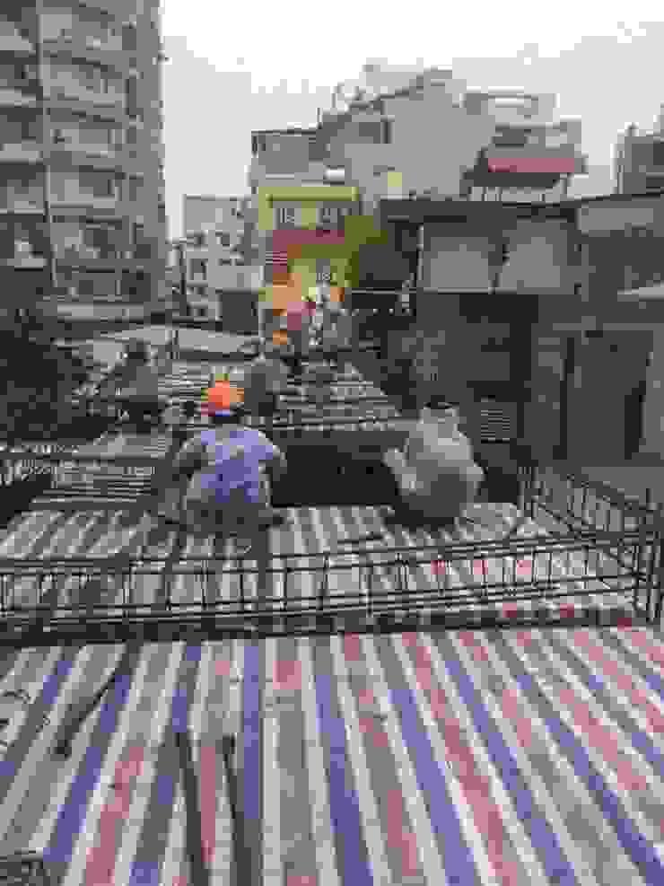 Những hình ảnh công nhân của Song Phát thi công thực tế ngôi nhà phố 3 tầng. bởi Công ty TNHH TK XD Song Phát Châu Á Đồng / Đồng / Đồng thau