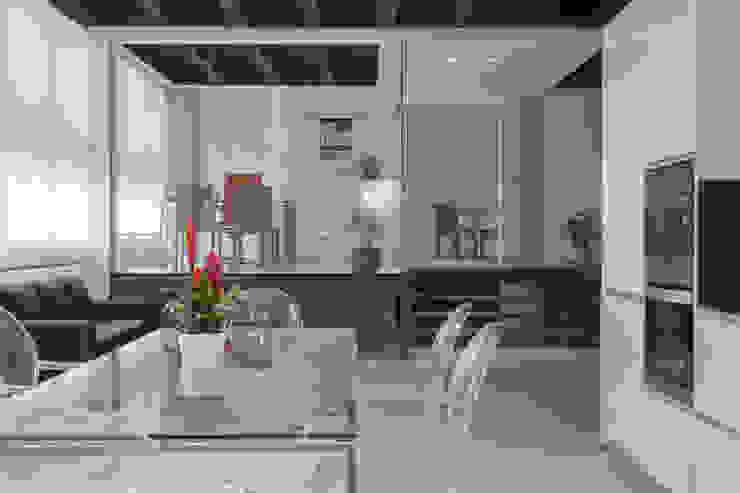 by CABALLERO Fotografía de Arquitectura, Inmobiliaria e Interiorismo Iндустріальний
